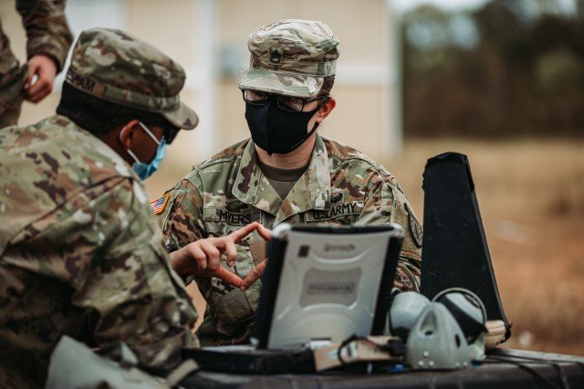 SFAB Solider trains 1-2 SBCT Soldier on Raven operations