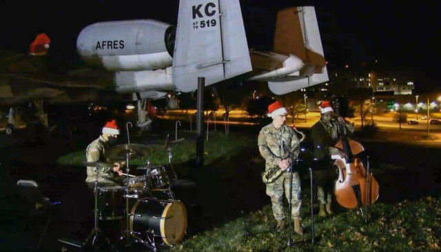 Fort Leonard Wood kicks off holiday season with virtual tree lighting ceremony