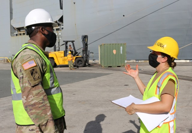 Staff Sgt. Deontre Austin and Petty Officer 1st Class Ilene Cerda discuss their tally techniques during port operations at Pearl Harbor in support of 25th Infantry Division return from JRTC on Dec. 5.