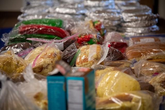Cake Cups for Christmas: Humphreys volunteers bring holiday spirit to quarantine