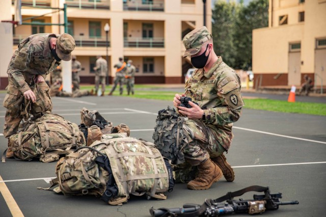 """Soldiers assigned to 2nd Battalion, 35th Infantry Regiment """"Cacti"""", 3rd Infantry Brigade Combat Team, 25th Infantry Division conduct an Emergency Deployment Readiness Exercise (EDRE) mission in Schofield Barracks, Hawaii on Dec. 9, 2020. The purpose of this exercise is to rehearse and showcase the unit's ability to rapidly deploy to any location and successfully conduct any mission with which they are tasked. (U.S. Army photo by 1st Lt. Angelo Mejia)"""