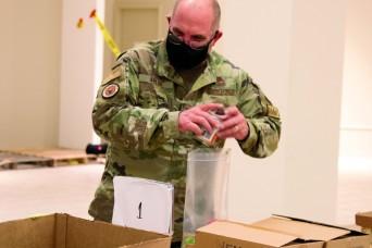 Michigan National Guard helps local food bank feed kids