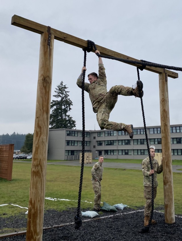 SFAB Advisor Traverses Obstacle Course During TARP Event