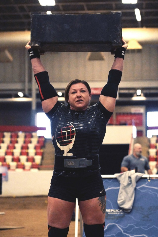 Staff Sgt. Gabriele Burgholzer successfully lifts 194 pounds over her head, setting a new world record in the women's middleweight division during the Mouser Block event at the Mammoth Strength Challenge on Jan.23 in Bowling Green, Kentucky.