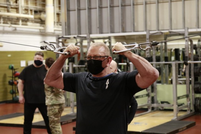 Chef Robert Irvine enjoys an early morning workout with Service Members on Joint Base Lewis-McChord, Washington, Jan. 25, 2021. (U.S. Army photo by Spc. Richard Carlisi.)