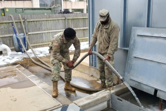 Tennessee National Guard delivers water to Memphis hospital