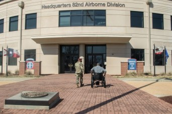 Colonel (ret.) Gadson speaks to Paratroopers