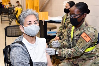 MEDCoE Soldiers assist BAMC administering COVID-19 vaccines