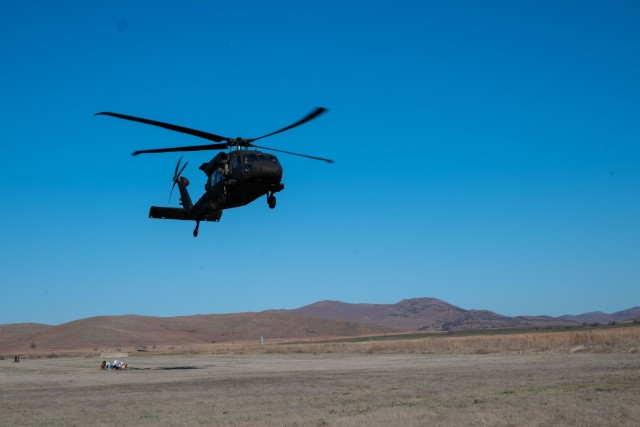 A UH0-60M Black Hawk helicopter from C Company, 1st Assault Helicopter Battalion, 140th Aviation Regiment, Washington National Guard, lands at Fort Sill, Oklahoma, during aerial gunnery qualifications, March 28, 2021.