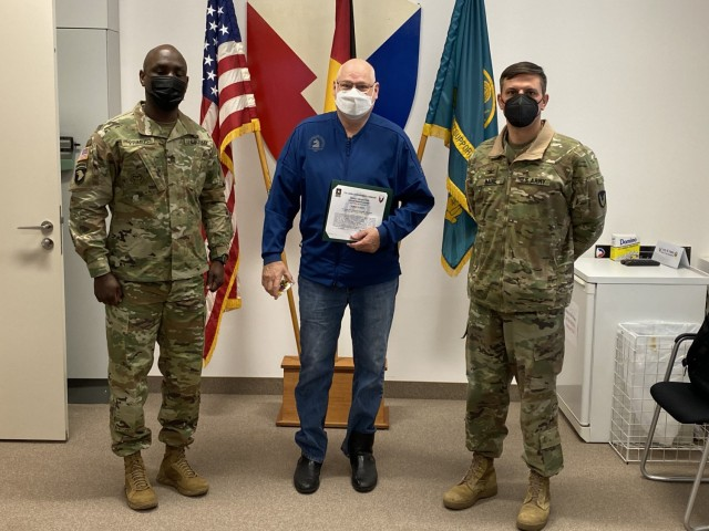 ASC commander recognizes AFSBn-Germany supply specialist with achievement award
