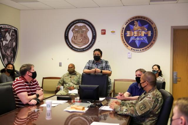 524th MI Battalion Hears about Trauma and Post-Traumatic Gowth