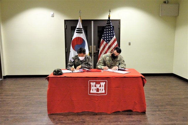 Col. Pyo In-tae (left), Chief, Program Management Team, Republic of Korea Design and Construction Agent, and Col. Garrett Cottrell (right), Deputy Commanding Officer - Transformation, U.S. Army Corps of Engineers Far East District, sign the Acceptance Release Letter for HQ090 Consolidated Fire Support Headquarters, USAG Humphreys, Republic of Korea, Apr.16, 2021. (Photo by Yo Kyong-il)