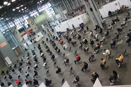 NYNG helps vaccinate 10,000 people a day at Javits vaccinations site |  Article | The United States Army