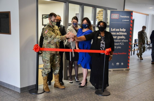 Fort Leonard Wood Spouses Employment Lounge opens in Bldg. 470