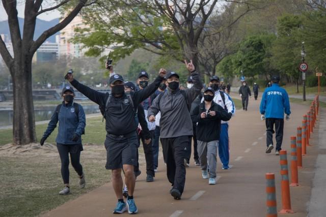 Soldiers honor Bataan Death March in Korea