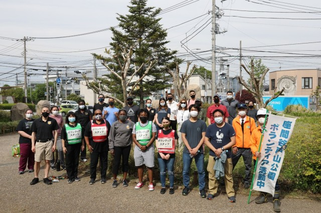 MEDDAC – Japan Soldiers nurture partnership through local park cleanup