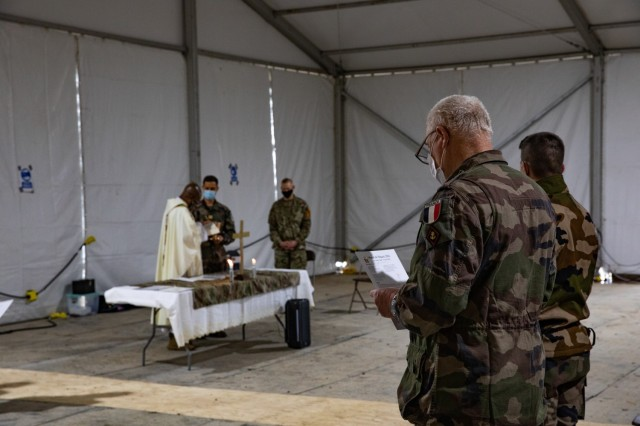 French soldiers observe Easter Sunday at a French-language mass held at the Dining Facility in the French living area on Fort Hood, Texas, April 4, 2021. Nearly 1000 French Soldiers are currently in residence at Fort Hood to support Warfighter 2104, the largest Warfighter Exercise ever held on the installation. (U.S. Army photo by Sgt. Evan Ruchotzke)