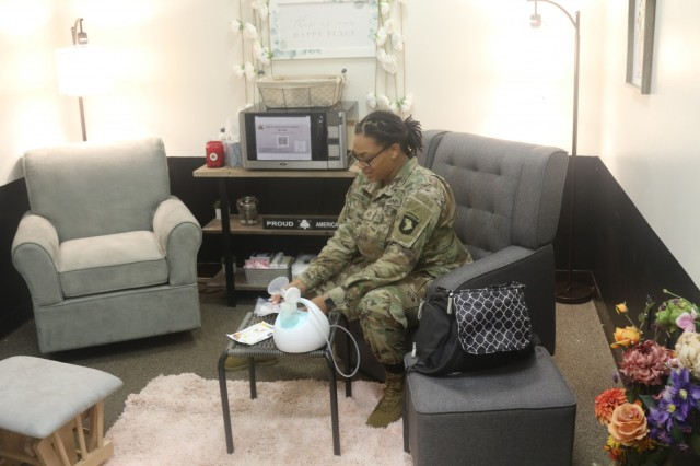 """U.S. Army Pfc. Letitia Dawson, chaplain assistant, Headquarters and Headquarters Battery, 2nd Battalion, 32nd Field Artillery Regiment """"Proud Americans,"""" 1st Brigade Combat Team, 101st Airborne Division (Air Assault) labels her breast milk storage bags as she prepares to pump in the Proud American Lactation Support Room May 4, in the 2-32 FAR headquarters on Fort Campbell, Kentucky. The lactation support room is open to all female Soldiers in the unit as a safe, comfortable and resourceful place to utilize when necessary during the duty day. (U.S. Army photo by Maj. Vonnie Wright, 1st Brigade Combat Team Public Affairs)"""