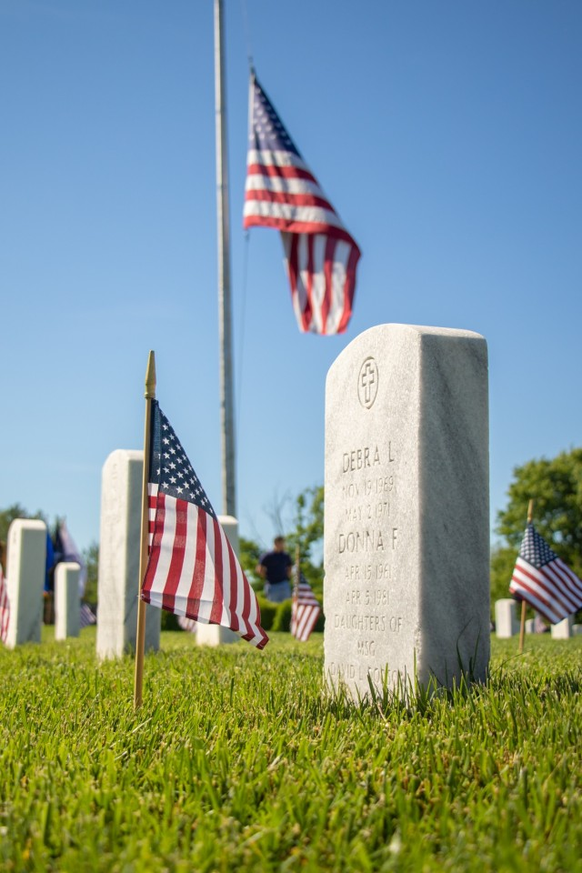Fort Knox hosts annual Memorial Day ceremony and cemetery visitation