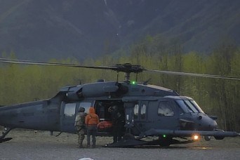 Alaska National Guard rescues stranded mountaineers