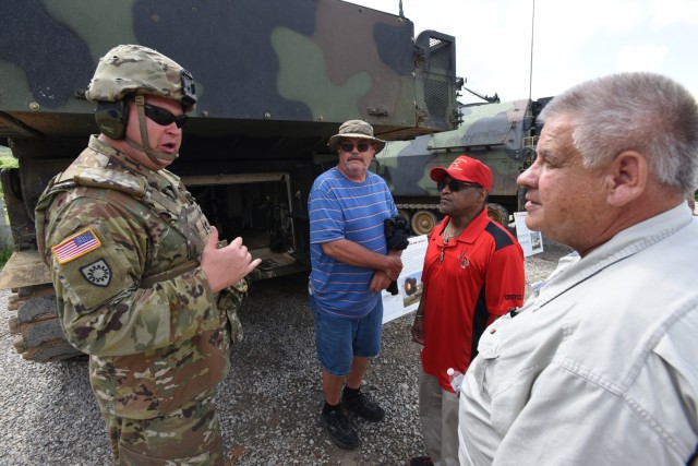 Kentucky National Guard field artillerymen treat former unit members to Fort Knox live-fire exercise