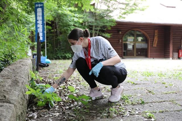 Camp Zama BOSS Soldiers, JGSDF members build camaraderie through park clean-up