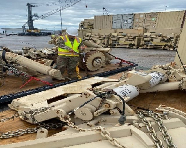 Army transportation specialists account for 2,700 pieces of cargo during deployment move