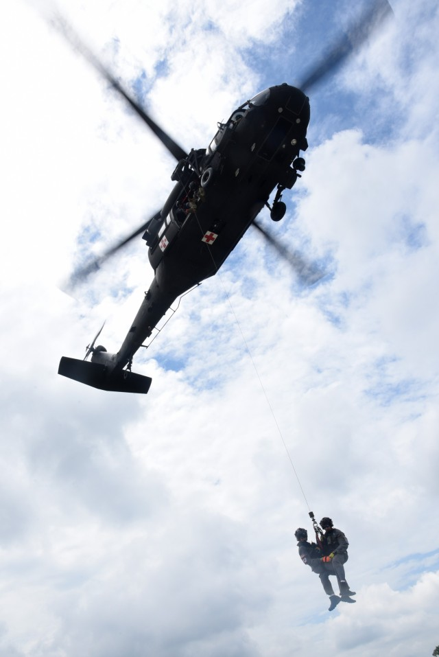 Virginia Guard aviation crews train on rooftop rescue hoists
