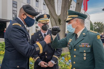 Commanding generals from U.S. Army South and Colombian Army meet in Bogotá