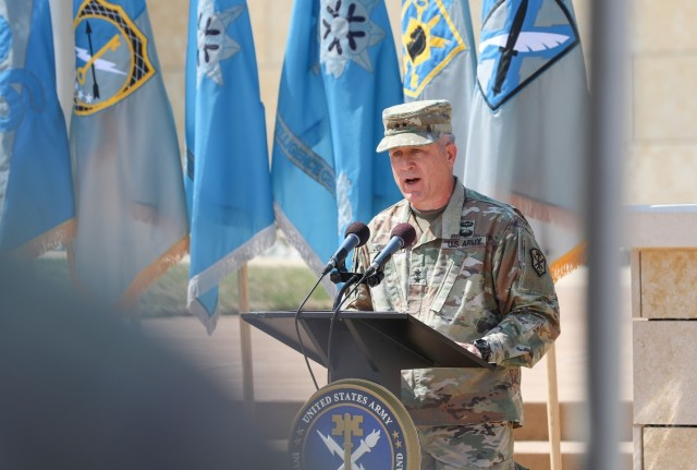 INSCOM welcomes Maj. Gen. Bredenkamp as its new commanding general