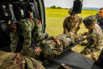 Army South develops medical evacuation rehearsals with Colombian combat medics
