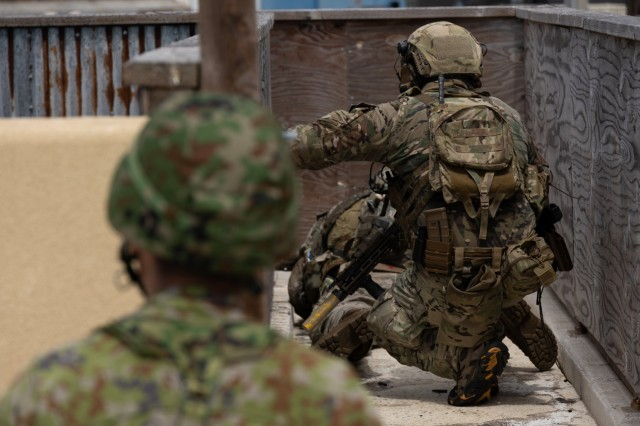 SANTA RITA, Guam – U.S. Army Green Berets with 1st Battalion, 1st Special Forces Group (Airborne), maneuver alongside members of the Japan Ground Self-Defense Force as part of Defender Pacific 21 at Naval Base Guam July 30, 2021. DP21 is one of many U.S. Army Pacific exercises and activities occurring during summer 2021 which implements the National Defense Strategy by integrating Land Power in the Indo-Pacific to enable the Joint Force; build trust and interoperability with allies and partners; and employ emerging multi-domain capabilities to support innovation and experimentation. (U.S. Army photo by Staff Sgt. Anthony Bryant)