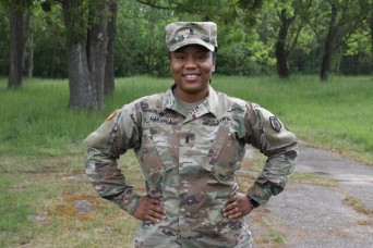 Chaplain Candidate Keeps Soldiers Spiritually Fit