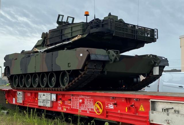 405th AFSB, Deutsche Bahn test new rail car with M1 Abrams tank, Bradley fighting vehicles