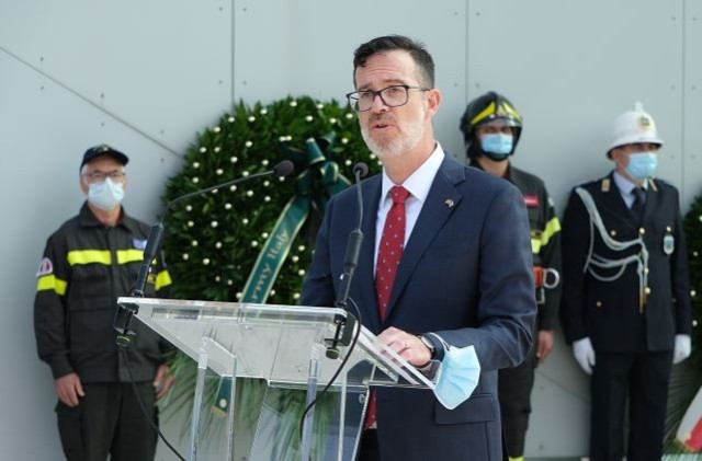 Anthony Deaton, Consul for Press and Culture, U.S. Consulate General Milan, offered a speech in Italian.