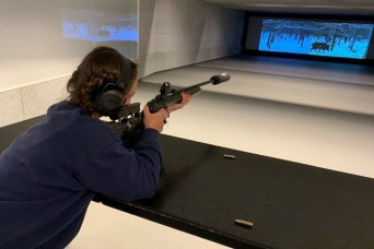 Schießkino: American hunters train at shooting theater
