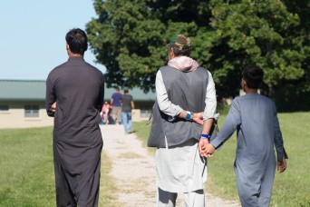 Soldiers rely on deployment experience to help Afghan evacuees