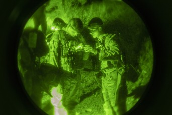 Army Field Artillery, Infantry Soldiers test newest dismounted GPS devices