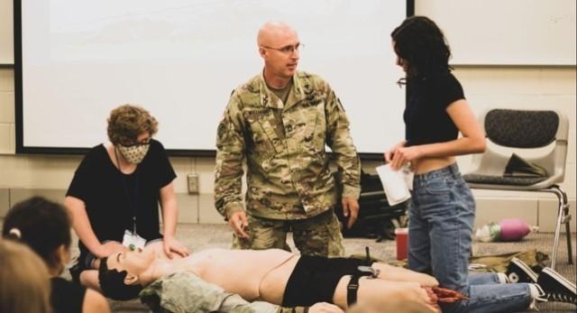 Minnesota medic serves, volunteers for his community