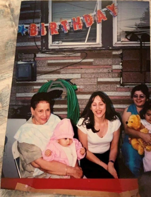 Young Jasmin Perez pictured on her mother and grandmother. )Photo provided by Jasmin Perez.)