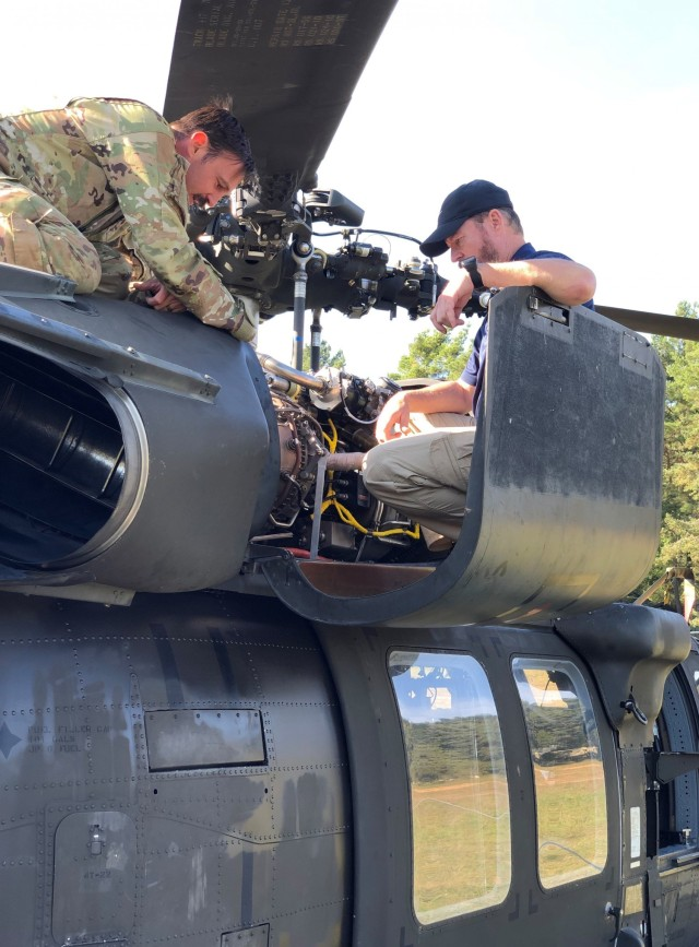 405th AFSB LAR shows 2-1 CAB aviators how to replace failing seal in austere environment